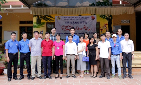 MIPEC SUPPORTS POOR STUDENTS IN THE MOUNTAINOUS PROVINCE OF YEN BAI